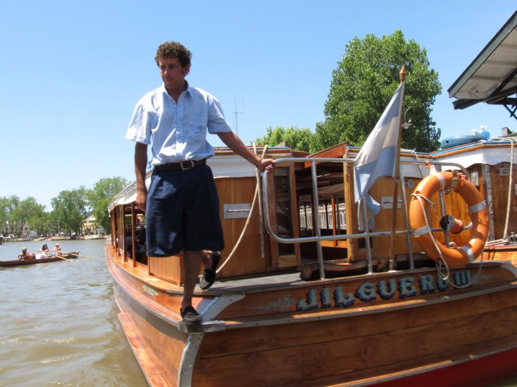 Condutor do barco em Tigre